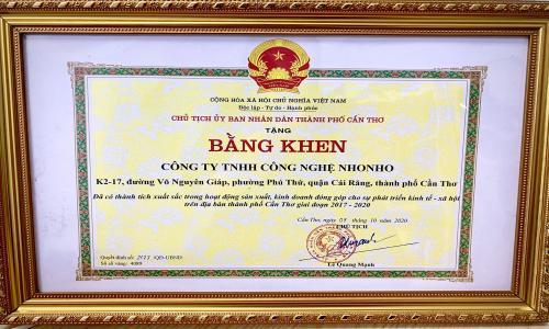 CÔNG TY NHONHO ĐƯỢC CHỦ TỊCH UBND TP CẦN THƠ TRAO BẰNG KHEN